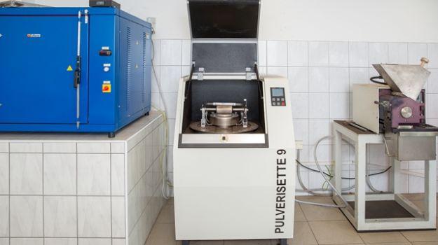 Sušilnik, fini in grobi mlin za delo v Laboratoriju za goriva.